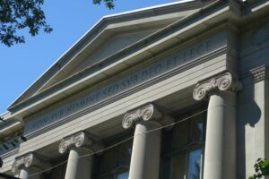 """Inscription over Langdell Hall: """"non sub homine sed sub Deo et lege"""""""